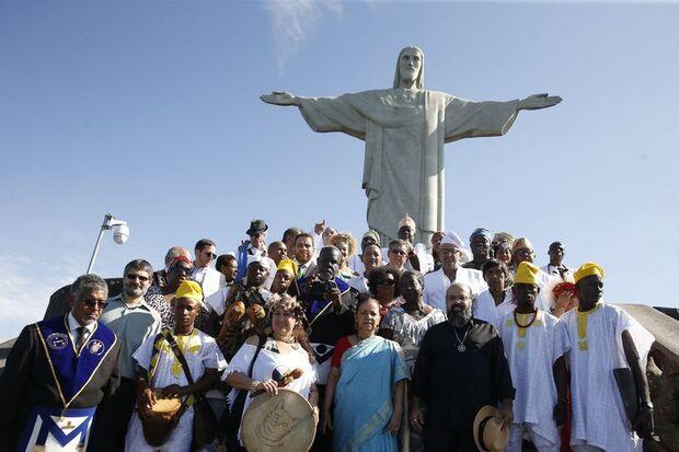 O rei de Ifé e líder do povo iorubá, na Nigéria, Ooni Adeyeye Enitan Ogunwusi, o Ojaja II, participa de evento inter-religioso no Cristo Redentor./Tomaz Silva/Agência Brasil