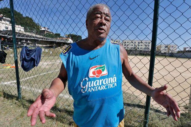 Entrevista com o jogador Jairzinho, o furacão da Copa de 70, que fez gols em todos os jogos, na Vila Olímpica do Sampaio, zona norte da cidade. /Tânia Rêgo/Agência Brasil