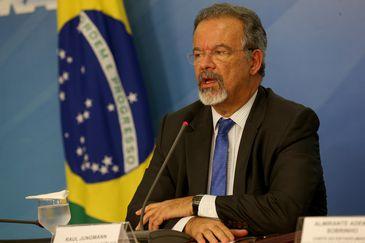 O ministro extraordinário da Segurança Pública, Raul Jungmann,  durante entrevista coletiva no Palácio do Planalto./Wilson Dias/Agência Brasil