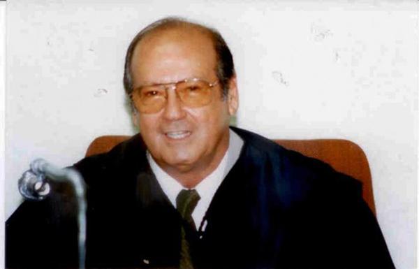 Albaneze foi um dos sete primeiros conselheiros a comporem o TCE-MS