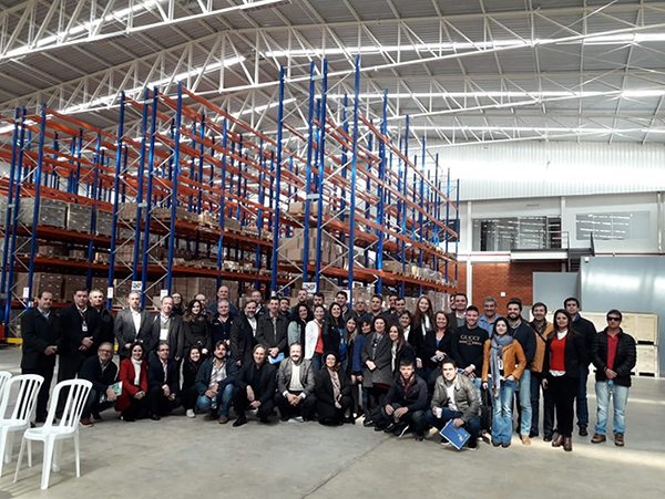 O grupo integra a missão empresarial organizada pela Fiesc com apoio da Fiems e do Sebrae/MS à Feira, que começou na última segunda-feira (09/07) e segue até sexta-feira (13/07), para fomentar negócios voltados a participação de empresas brasileiras