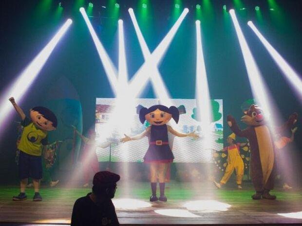 As canções, de autoria de André Abujamra e Márcio Nigro, foram especialmente coreografadas para o show