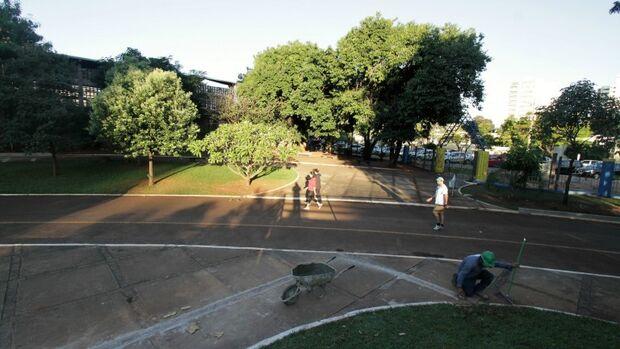 As obras de revitalização na Praça Esportiva Belmar Fidalgo tiveram início no dia 4 de abril. As empresas privadas investem cerca de R$ 400 mil