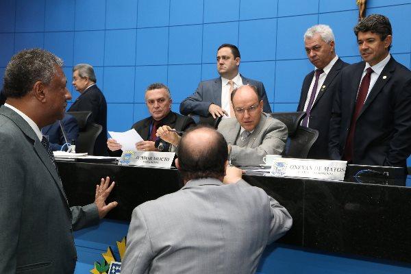 Deputados durante a sessão ordinária desta quarta-feira