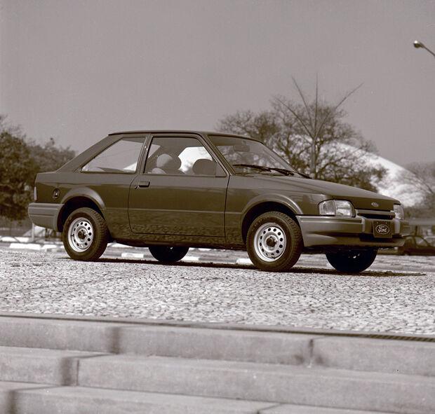 O Escort foi o primeiro carro brasileiro a oferecer simultaneamente a opção de duas ou quatro portas e tinha três versões de acabamento
