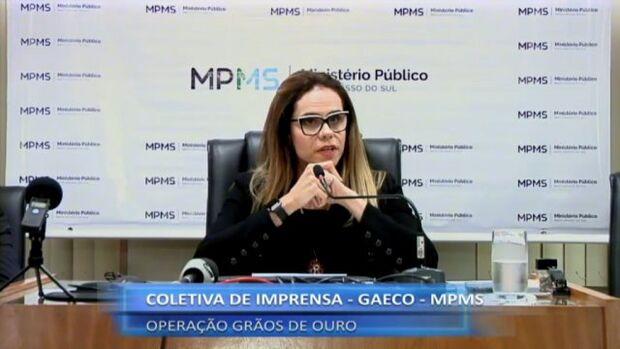 Promotora Cristiane Mourão, do Gaeco, durante coletiva nesta tarde. (