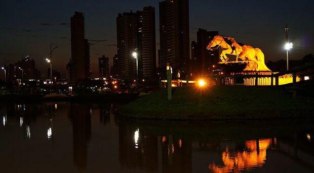 Fazem parte do trajeto Caminho dos Ipês a Capital sul-mato-grossense Campo Grande, Corguinho, Dois Irmãos do Buriti, Jaraguari, Nova Alvorada do Sul, Ribas do Rio Pardo, Rio Negro, Rochedo, Sidrolândia e Terenos