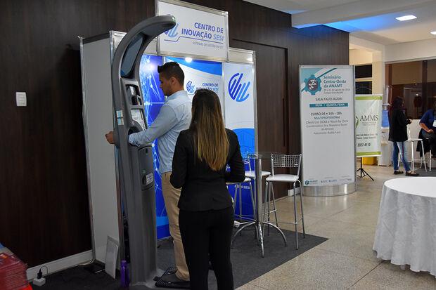 Já imaginou uma balança multifuncional, que por meio de um software integrado, consiga traçar um perfil sobre a sua saúde, informando a pressão arterial, peso, altura e o índice de massa corpórea