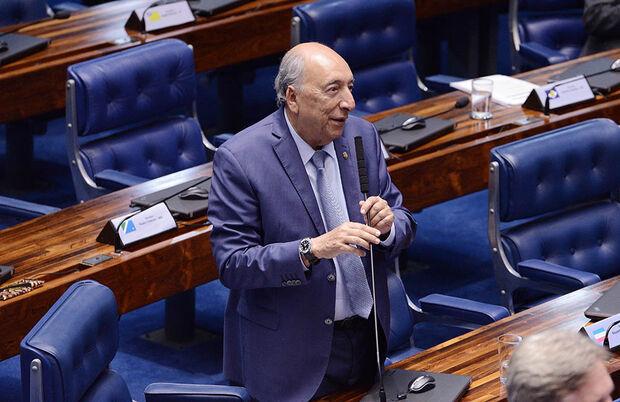 O senador considera que um novo fundo, capaz de captar doações de pessoas físicas e jurídicas através de incentivos fiscais, poderá aumentar as oportunidades de ensino superior