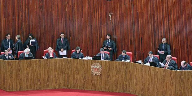 A decisão foi tomada hoje pelo Tribunal Superior Eleitoral (TSE) que rejeitou proposta do ministro Gilmar Mendes para que o horário de votação em todo o Brasil seguissem o horário do Distrito Federal.