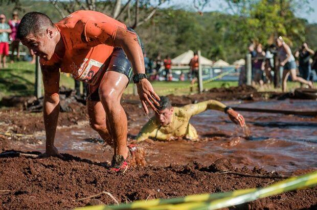 Modalidade esportiva que tem crescido no Brasil, a corrida com obstáculos traz ao praticante uma variedade de provas no estilo militar