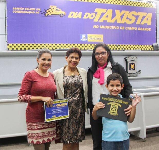 Para a vereadora Enfermeira Cida Amaral, homenagear os taxistas é reconhecer o trabalho de grande relevância para Campo Grande