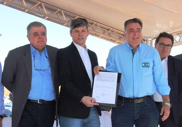 Ministros Carlos Marun, da Casa Civil; Valter Casemiro Silveira, dos Transportes e diretor-presidente do Imasul, Ricardo Eboli