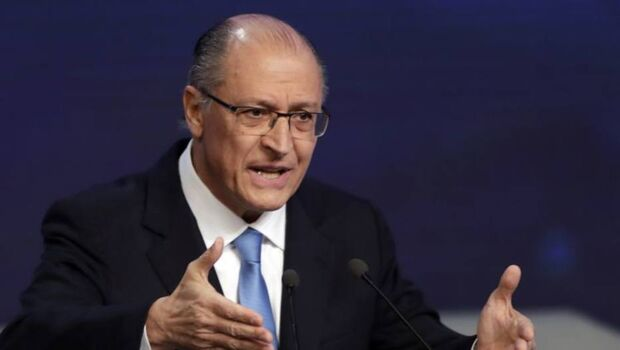 Alckmin observa que a disputa presidencial este ano tem candidato do PT e adoradores do PT e do Lula
