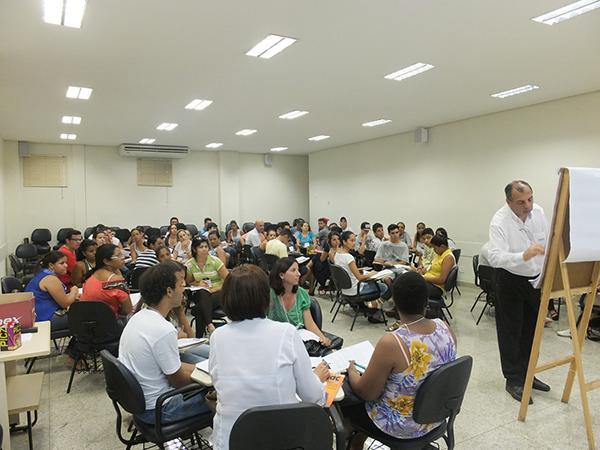 O curso também é oportunidade ideal para quem está em busca do primeiro emprego e não possui nenhuma qualificação no currículo.