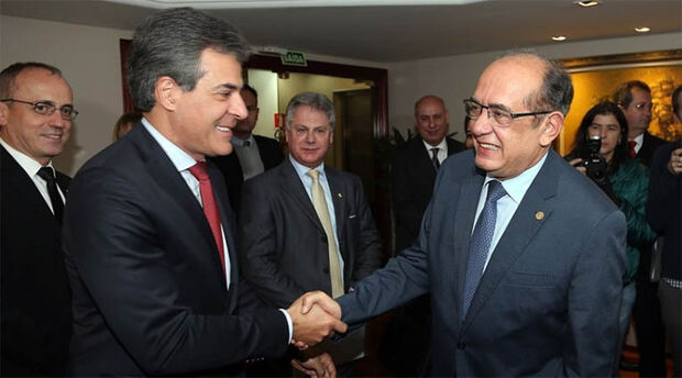 Beto Richa, na época que era governador, e o ministro Gilmar Mendes, que hoje mandou soltar o tucano
