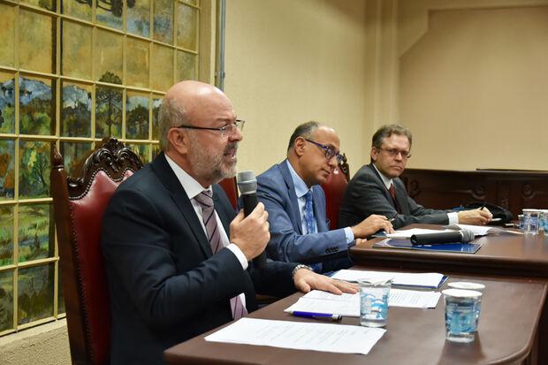 ice-Presidente do TCE-MS, Ronaldo Chadid, em sua palestra durante Congresso Internacional em Curitiba