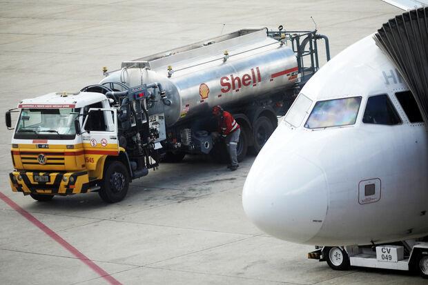 O combustível que abastece os aviões que operam no Brasil é 40% mais caro que a média mundial, segundo estudo da Associação Brasileira das Empresas Aéreas (Abear).
