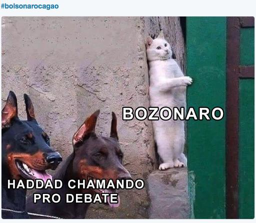 O deputado federal do PT Paulo Pimenta criticou, na rede social, a decisão de Bolsonaro. O capitão pode dar entrevista pro Datena, pro Casoy, pro Ratinho e pra Record, mas não pode participar de um debate
