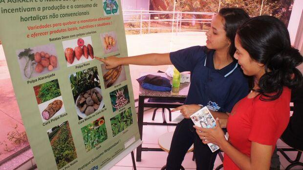 Nas escolas da Rede Municipal, o trabalho feito pelas nutricionistas da Secretaria de Educação em relação à alimentação saudável é prioridade