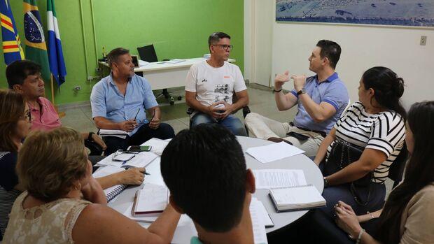Grupo se reuniu para discutir detalhes do projeto nesta segunda-feira, dia 5.