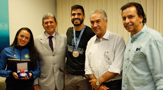 Campeão de kickboxing no México e vice-campeã de Kung Fu na China, Caiubi e Edineia se encontraram com o governador Reinaldo Azambuja para agradecer incentivo ao esporte em MS