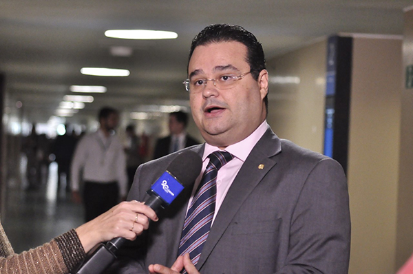 O deputado também elogiou a escolha do juiz Sérgio Moro como o chefe do futuro superministério que irá integrar as pastas da Justiça e Segurança Pública.