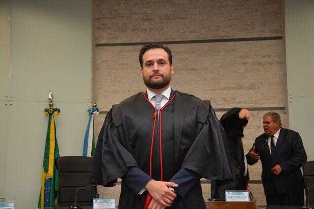 Formado em Direito pela Universidade Católica Dom Bosco (UCDB), Daniel Castro é advogado, mestre e doutorando em Direito Público pela Universidade de Lisboa (Portugal)