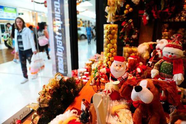 Considerando apenas os entrevistados que vão fazer compras para o Natal, 29% afirmaram que vão adquirir presentes melhores, enquanto 25% se queixaram dos altos preços