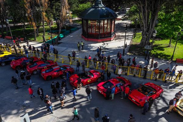 O maior encontro de automóveis Ferrari do continente contou também com a participação de amantes da velocidade de países como Chile, Argentina, Espanha e Perú