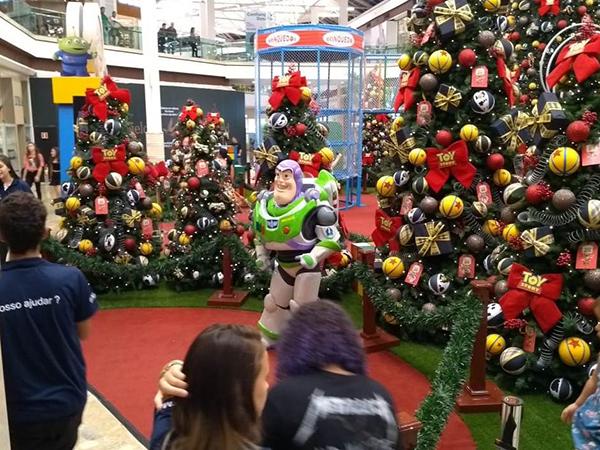 A animação é o tema da decoração de Natal do Shopping, com brinquedos e motivos natalinos inspirados nos personagens.