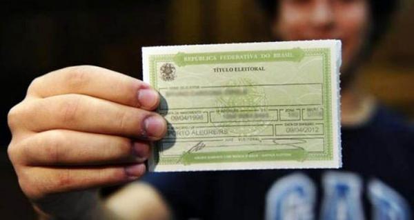 O requerimento deve ser enviado diretamente ao juiz da Zona Eleitoral do Exterior.