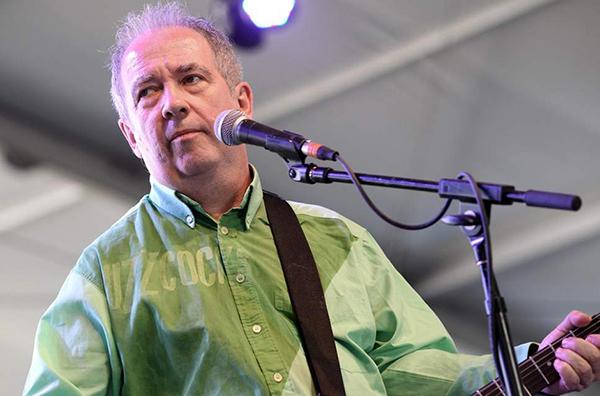 Pete Shelley, era vocalista, guitarrista e líder da banda punk inglesa Buzzcocks