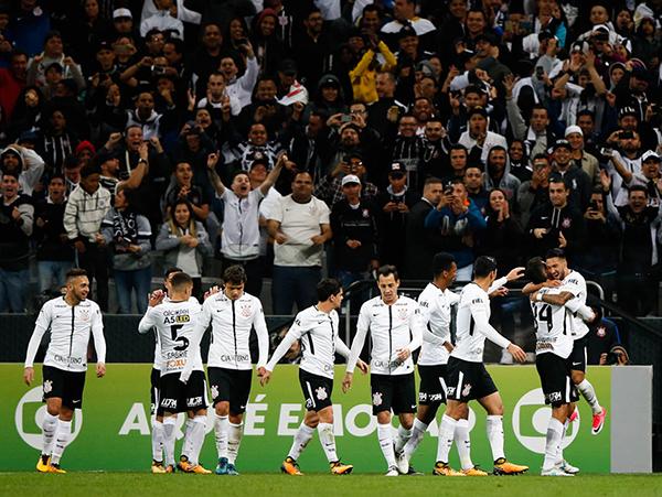 O clube também busca reforços de peso. O atacante Diego Tardelli e o meia Thiago Neves estão na mira. Nenhum dos dois terá vencimentos modestos