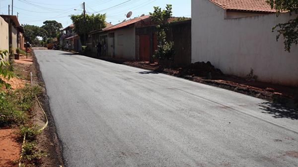 O projeto de pavimentação do Jardim Anápolis chegou  a ser iniciado  em 2012,  mas o serviço foi interrompido no ano seguinte.