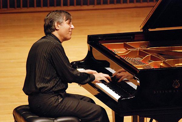 O pianista brasileiro Arnaldo Cohen