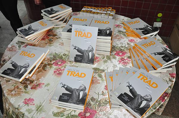 Em 270 páginas do livro, Oscar Ramos Gaspar refaz a trajetória de Nelson Trad, resgatando o estudante libertário e combativo