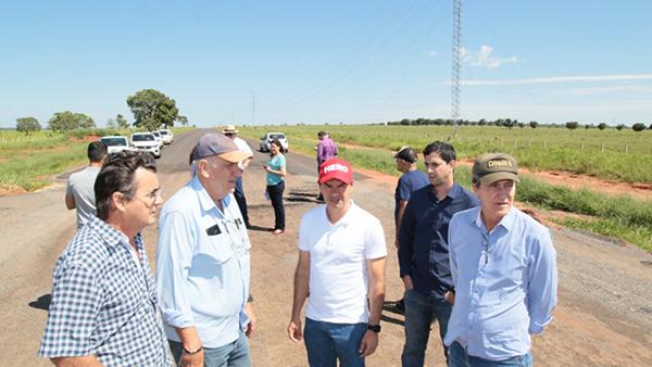 Neste sábado, o prefeito Marquinhos Trad, acompanhado do ministro da Secretaria de Governo, Carlos Marun, vistoriou as obras que estão concentradas neste momento na terraplanagem da rotatória