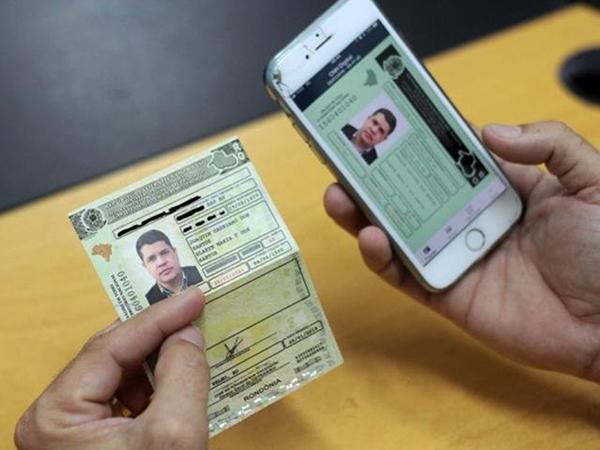 A CNH Digital pode ser utilizada por todos os motoristas que possuem a versão mais recente da carteira em papel