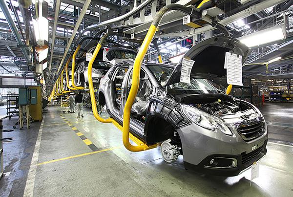 Em relação à renovação de frota, o executivo lembra que, em 2012, o mercado de veículos chegou ao recorde de 3,8 milhões de unidades