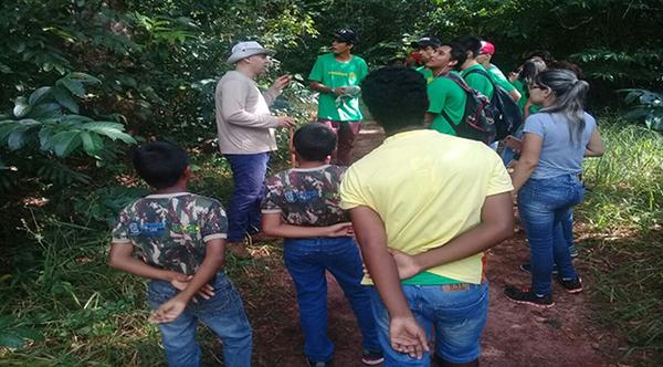 Além das oficinas e palestras são realizadas discussões de vários temas ambientais entre os alunos e as crianças do Projeto Florestinha, supervisionadas pelos Policiais Militares Ambientais