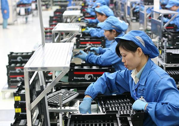Miao também afirmou que a China vai começar a emitir licenças temporárias 5G de telefonia móvel em várias cidades este ano, permitindo o uso da tecnologia em áreas como educação e saúde