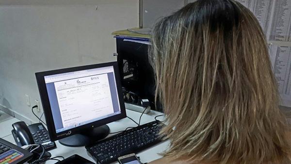 Acessando o sistema, o usuário vai visualizar dois espaços, em um ele digita o Login (usuário) e em outro a senha, ambos fornecidos na unidade de saúde no dia do exame