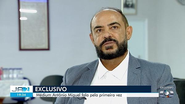 O médium foi denunciado por parentes das supostas vítimas nas delegacias de Aparecida de Goiânia, onde mantém um centro espírita chamado Grupo Espírita Bezerra de Menezes, e de Barreiras (BA)