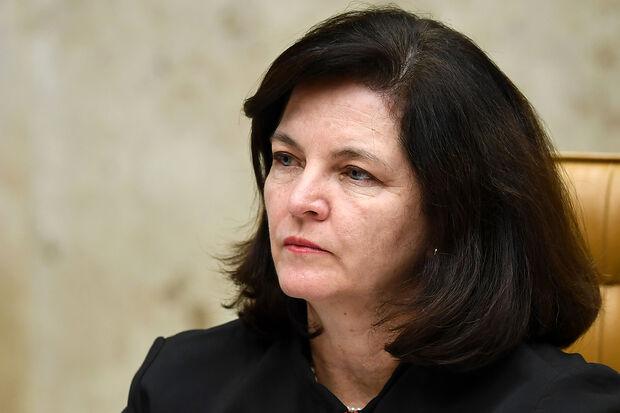 Em abril do ano passado, Raquel Dodge denunciou Bolsonaro, então deputado federal, por racismo praticado contra quilombolas, indígenas, refugiados, mulheres e LGBTs