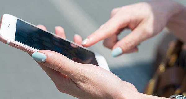 Acessar serviços públicos via smarthphone já é possível em Mato Grosso do Sul, por meio de plataformas e aplicativos desenvolvidos pelo Governo do Estado para aproximar o atendimento da população