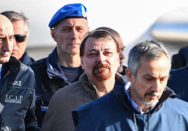 O italiano foi capturado no último sábado (12) nas ruas de Santa Cruz de La Sierra, na Bolívia, por agentes bolivianos em parceria com italianos