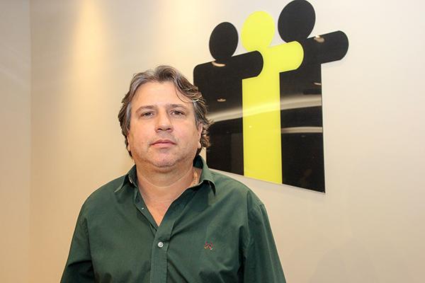 atural de Presidente Prudente (SP), formado em Direito pela Unoeste e pós-graduado em Gestão Pública Municipal pela UFMS, Pedro Caravina tem 48 anos de idade e, em entrevista concedida ao jornal A Crítica