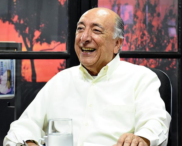 Na entrevista, o professor Pedro Chaves falou com tempo passado em Brasília como senador, dos projetos aprovados, com destaque para a Reforma do Ensino Médio e o Novo Código Comercial
