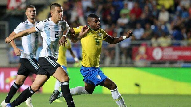 Para ficar com a vaga no Mundial, a única meta alcançável para a seleção após campanha decepcionante, o Brasil precisava vencer os argentinos por três gols de diferença